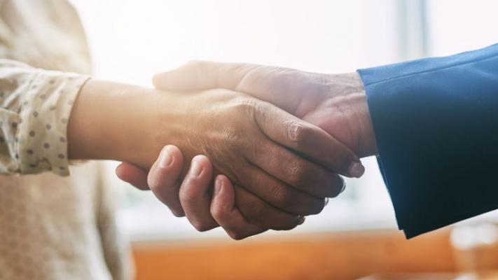 Você sabe como cumprimentar alguém  pela primeira vez?